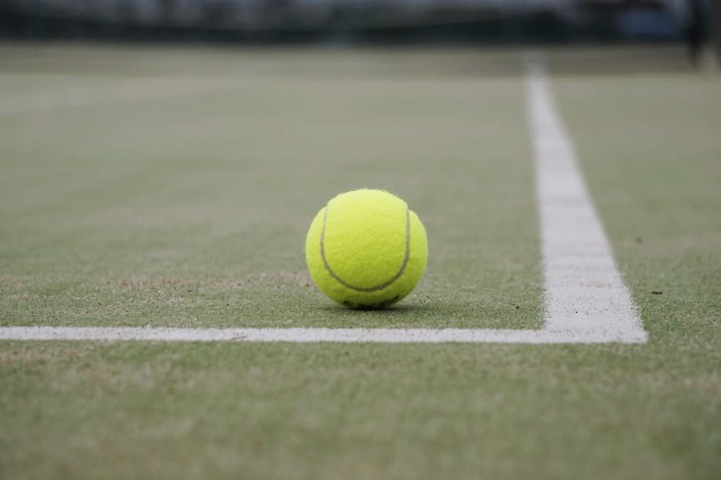 超簡単に部分やせが実現できる「テニスボールダイエット」とは?