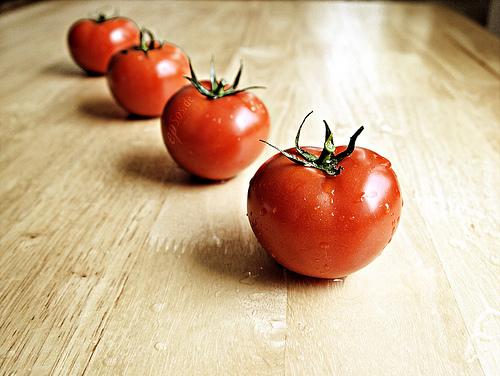 簡単に美肌になる方法!トマトの正しい食べ方