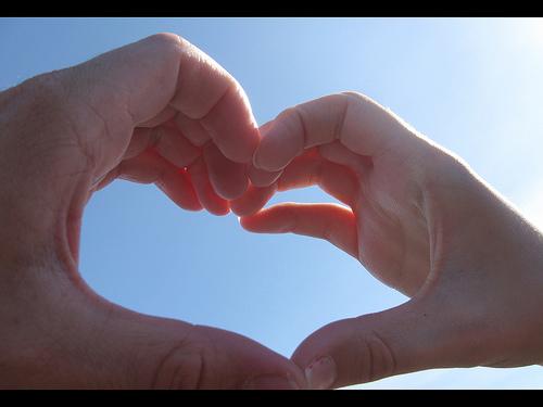 恋をすると美肌ホルモンが分泌されるワケ