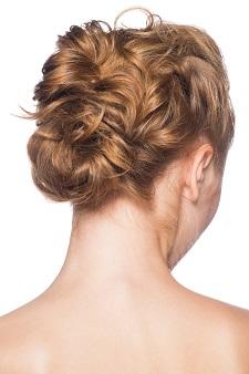 若い女性でも薄毛に 若年性脱毛症の原因と対策