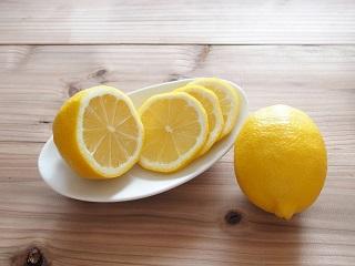 脇や膝の黒ずみはレモンを使えばきれいにとることができる!