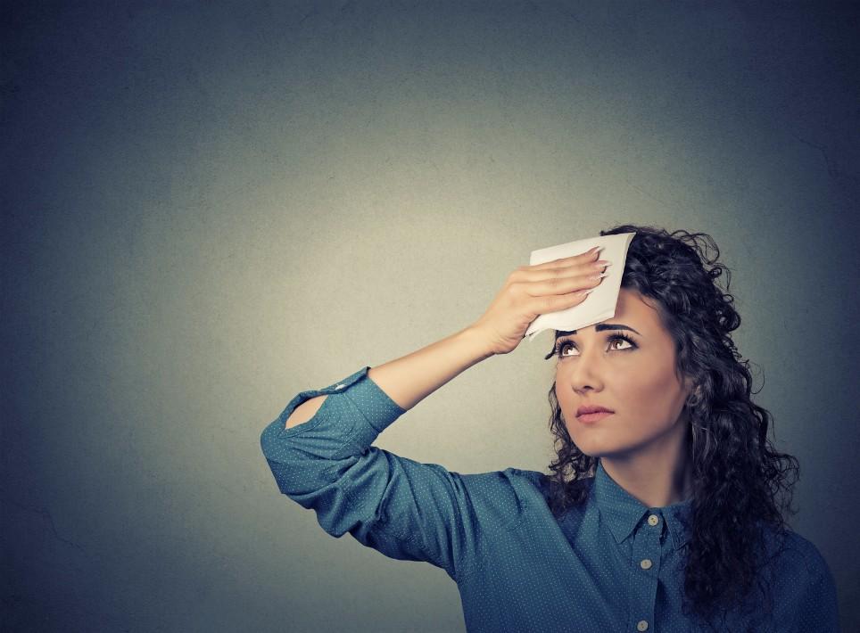 ゆらぎ世代を襲う「ホットフラッシュ」の原因と、自宅でできる対処法