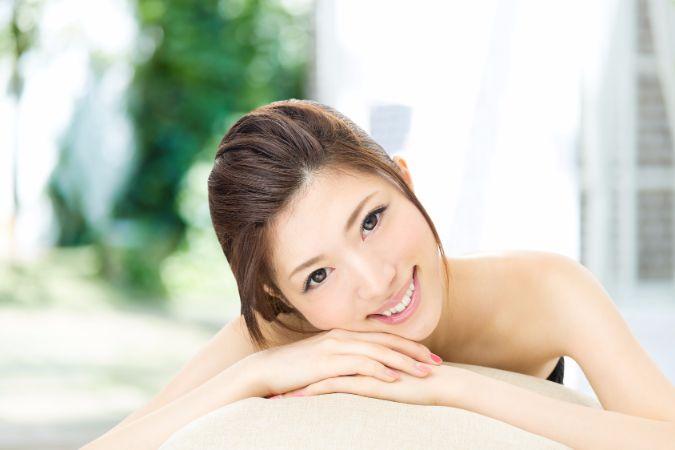 超美肌になれる?美魔女 山田佳子さんの「氷洗顔」のやり方