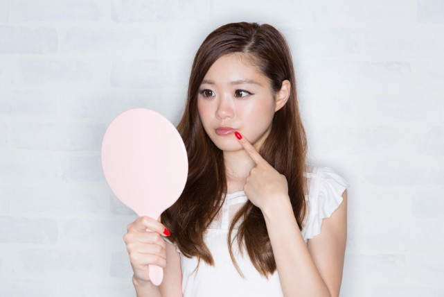 「口角が裂ける」が代表的な症状!「口角炎」の症状と治し方4つ