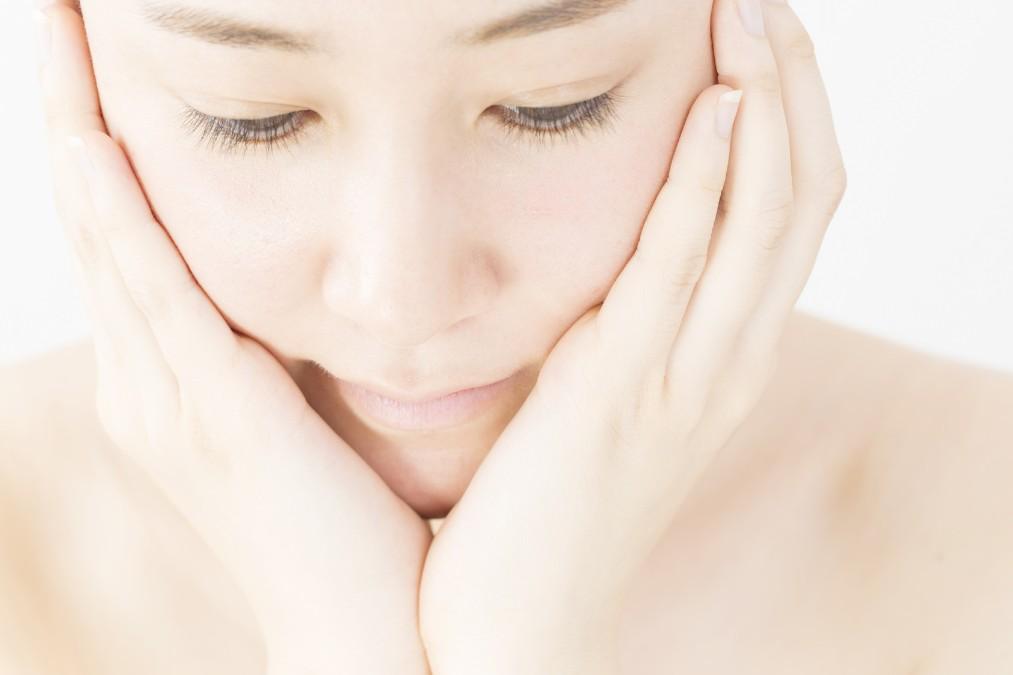 乳液や化粧水が大活躍!乾燥している時期のメイク直しのやり方