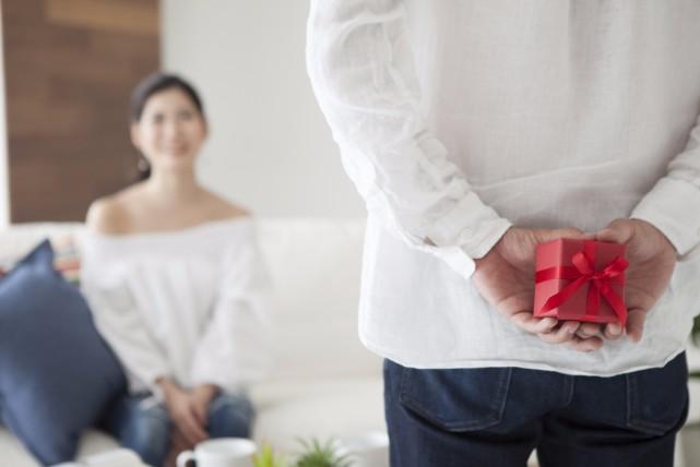 失敗しないプロポーズを!婚約指輪の相場と渡し方