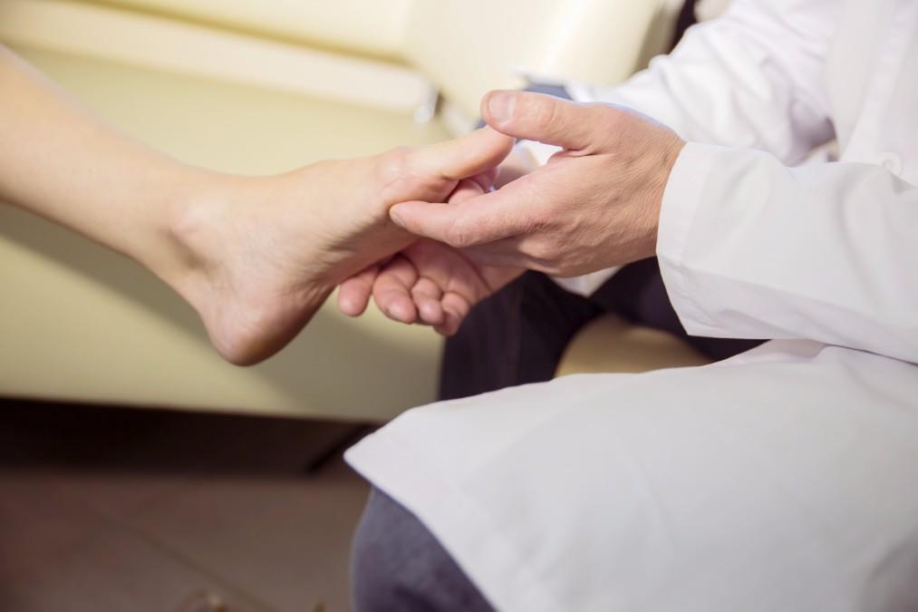 【健康に悪影響】低コストで簡単にできる外反母趾の治し方5つ