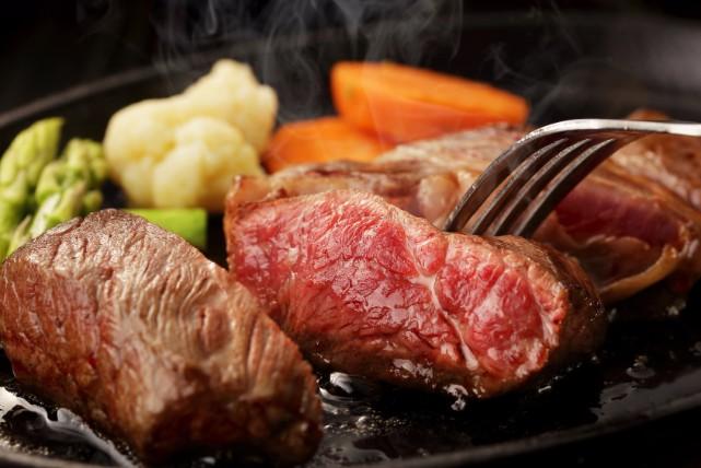 お肉OK!叶姉妹が実践する「お肉ダイエット」5つのポイント