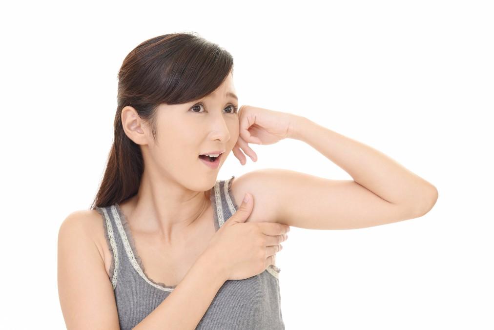 二の腕が「だらん」とだらしない状態になる理由と引き締める方法