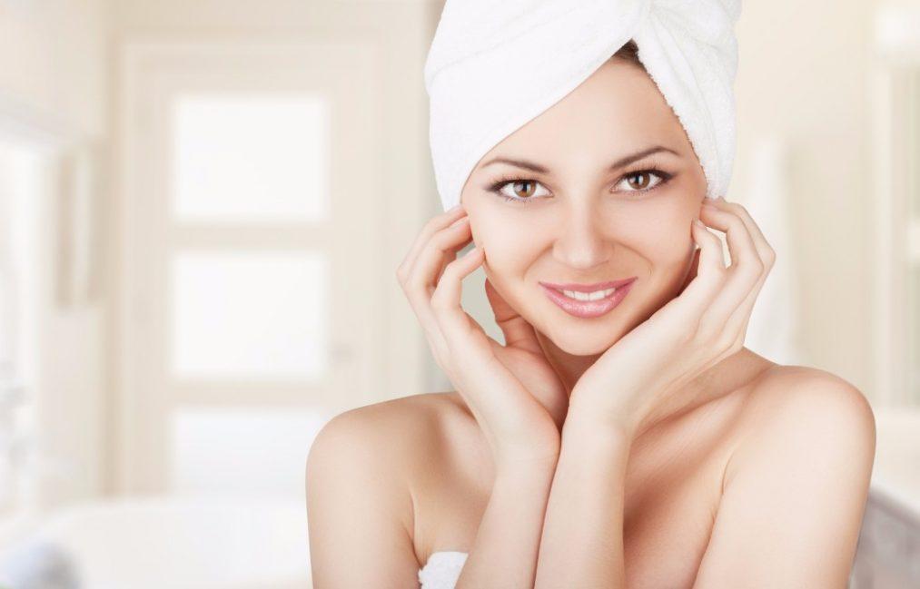 老け見えの原因「首のシワ」を予防する4つのお手入れ方法