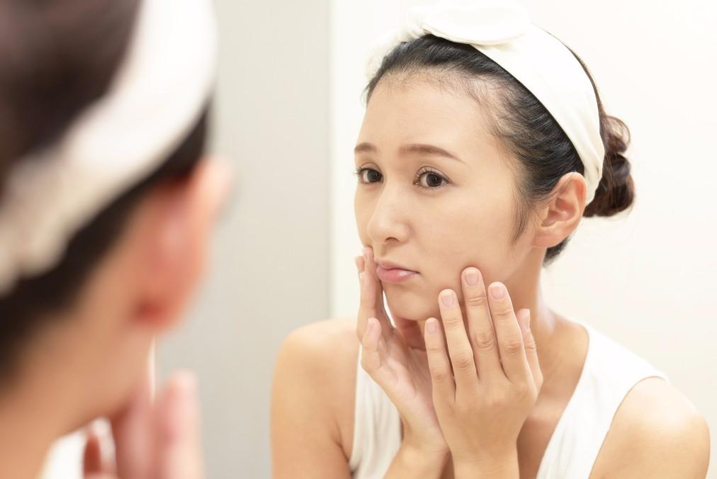 デコボコで見た目が悪い「みかん肌」の2つの原因と治す方法