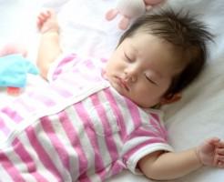 赤ちゃんに赤いアザがあって心配!「ウンナ母斑」の原因と対処法