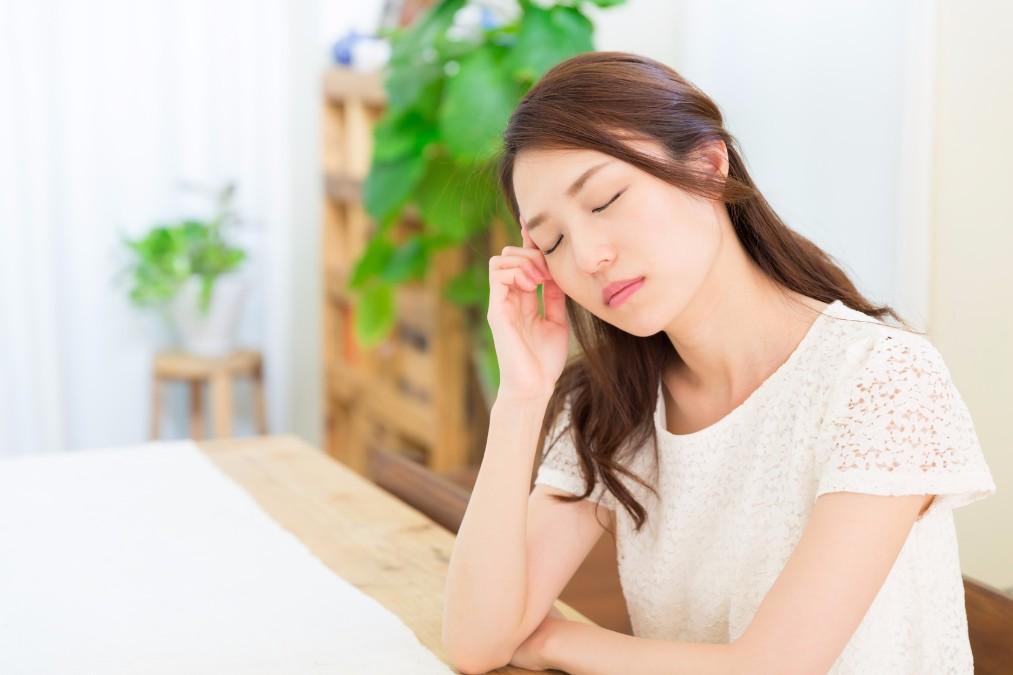 【周囲の目が気がかり】脇汗が溢れ出る7つの原因と止める方法