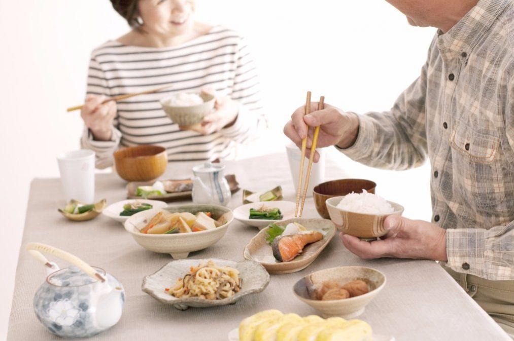 【内臓脂肪の落とし方】4つの効果的な食べ物と食事のポイント