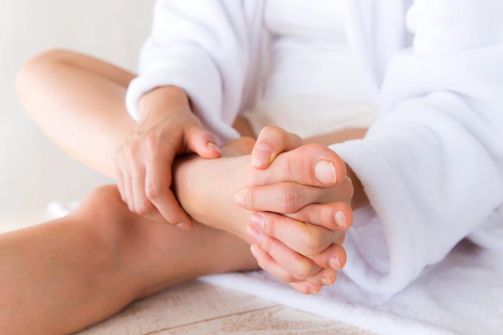 「足指を広げるだけ」のストレッチで得られる5つの効果とやり方