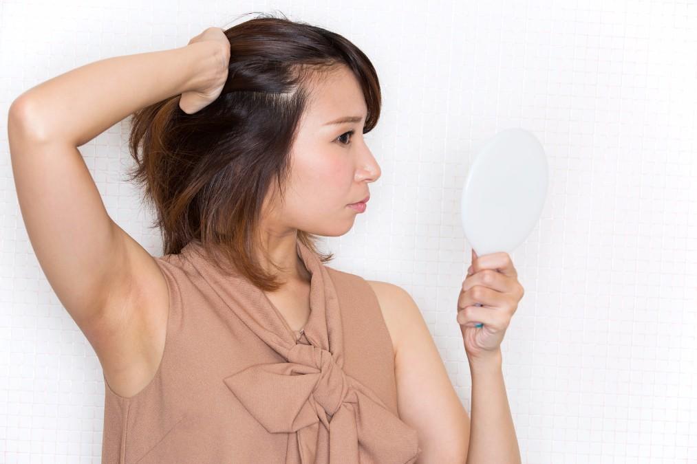 間違ったダイエットで「抜け毛」が発生する原因と改善する5つの方法