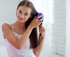 女子の必須アイテム「ヘアブラシ」をキレイに掃除する方法