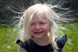 髪の静電気をとる方法!セットにお悩みの方必見