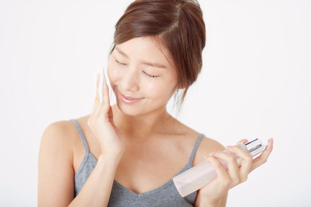 【お化粧しづらくて困る】顔がべたべたする3つの原因と対処法