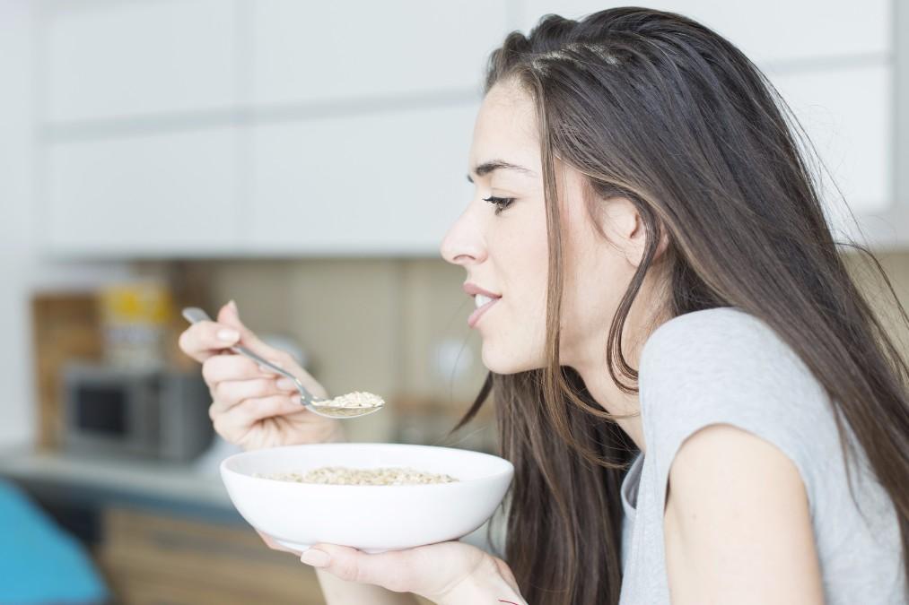 岸本セシルさんも炭水化物制限中。低炭水化物ダイエットの効果とは?