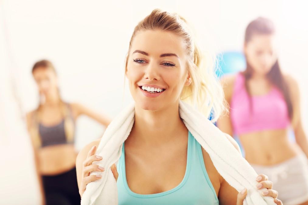 20代で白髪が生える7つの原因とセルフケアで改善する方法