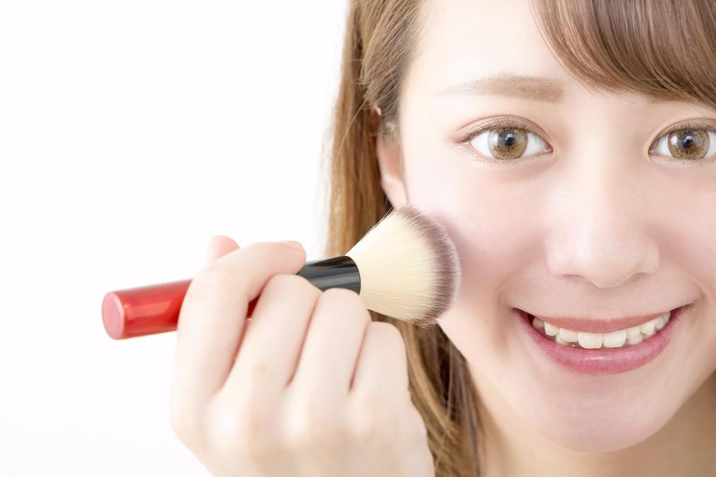美人顔を作るカギは「チーク」にアリ!正しい色の入れ方は?