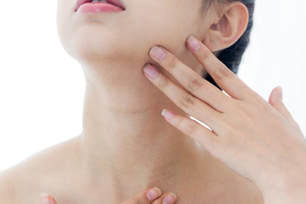 【THE老け顔】あごのたるみが起こる4つの原因と解消法