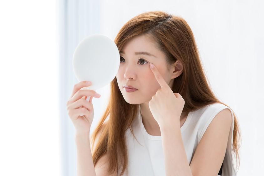 まぶたが異常に下がる病気「眼瞼下垂症」の予防法