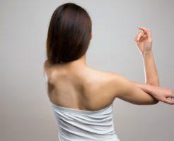 肩こり対策に、肩甲骨ツボマッサージ