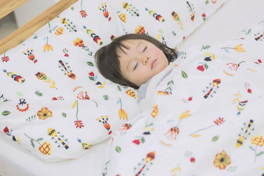 子供の歯ぎしりは、年齢で原因や対処法が変わる