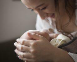 赤ちゃんが夜中に起きる原因と6つの対処法