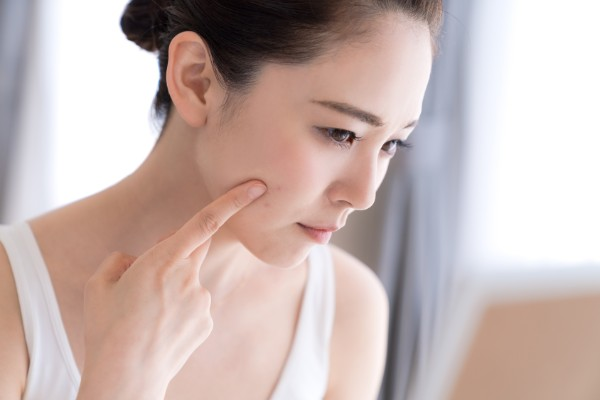 老け顔を作るゴルゴラインの原因と薄くする方法