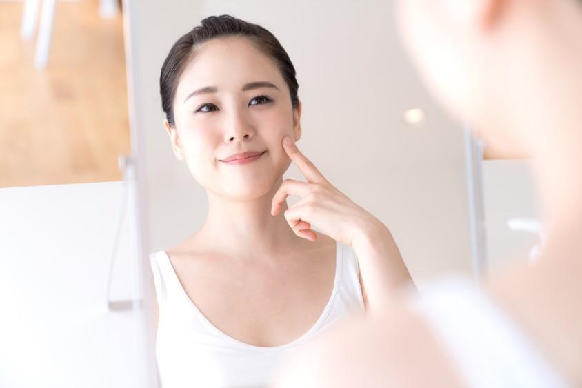 お肌のくすみの原因と改善する方法