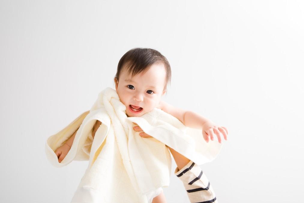 新生児が沐浴を卒業してお風呂に入れるのはいつから?