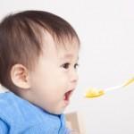 いつ何を食べさせたらいいの?離乳食デビュー最初の1ヶ月目の進め方