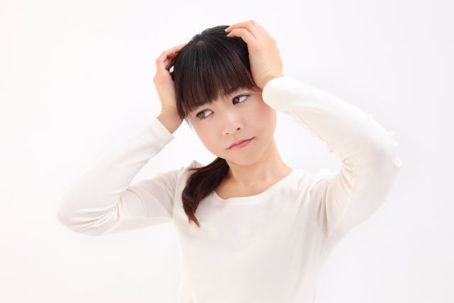 相手の視線が頭部に集中?女性の円形脱毛症の4大原因と対処法