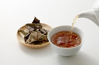 ビタミンCたっぷりで美肌へ近づく!柿の葉茶