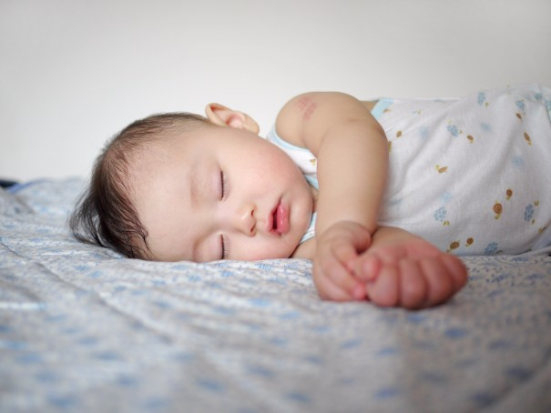 生後7か月までが勝負!赤ちゃんの頭の形を治す6つの方法