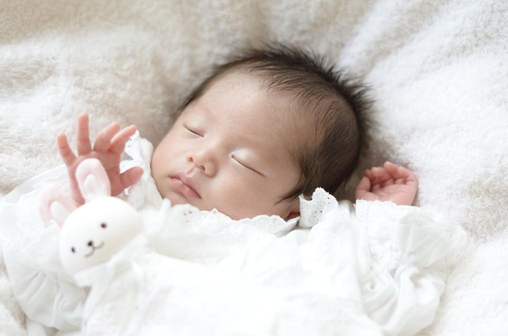 新生児が指しゃぶりをする時の4つの心理と安全面で配慮すること