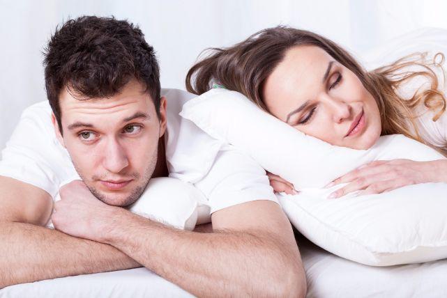 パートナーにちょっと気まずい!女性のいびきの原因と対策