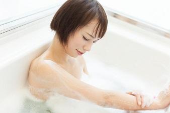 ココナッツオイル入浴ですべすべお肌へ大変身