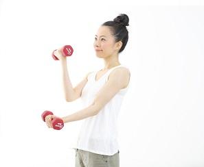 女子でも簡単!ダンベルトレーニングでお腹を凹ます方法