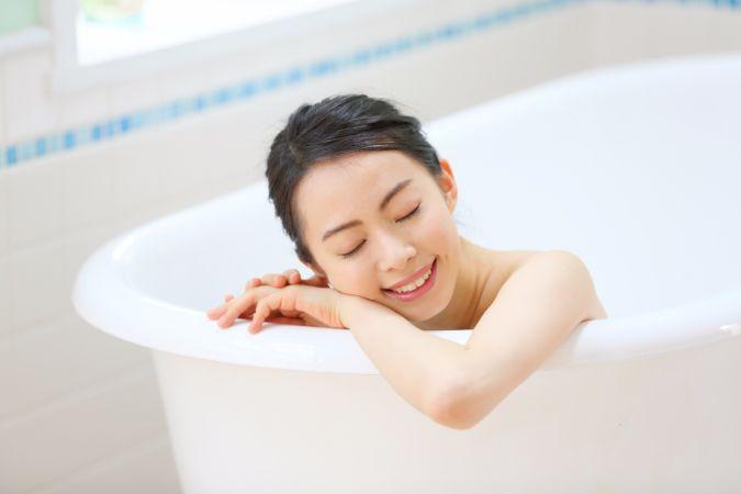 お風呂に浸かりながら、たった10分で簡単に胸を大きくする方法