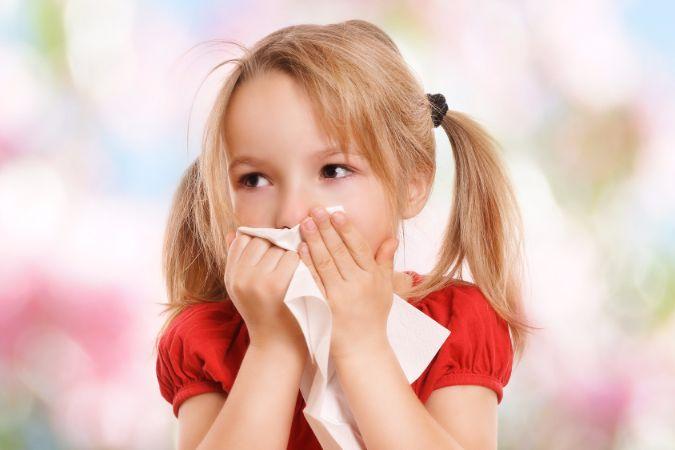耳が痛い!大人もかかってしまう、中耳炎の症状がヤバし!