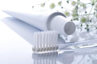 タバコのヤニを落として歯を白くする方法