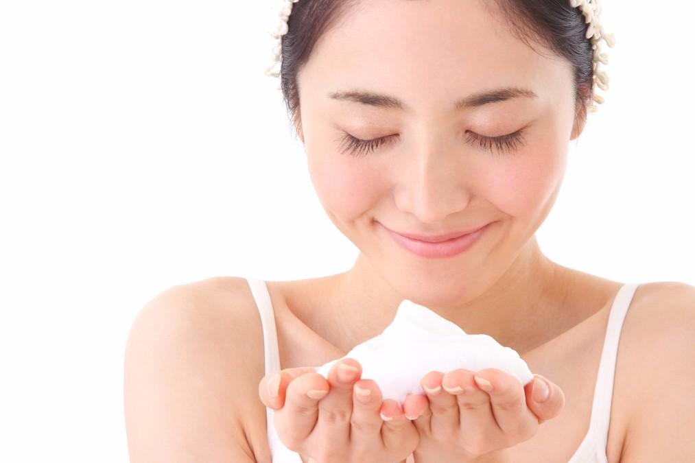 実はこんな使い方も!乳液を使った洗顔の2つの効果とやり方