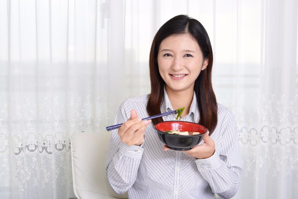 【小松菜奈さんも実践中】食べる順番ダイエットの効果の秘密とやり方