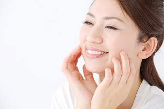 顔のたるみを改善するお手軽トレーニング