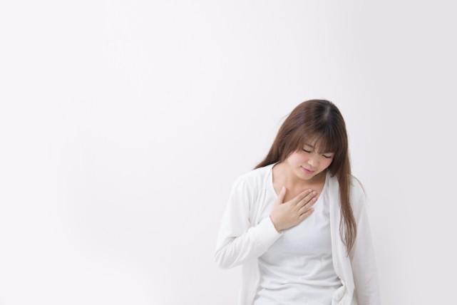 ストレスや病気のサイン?「唇の腫れ」6つの原因とセルフケア
