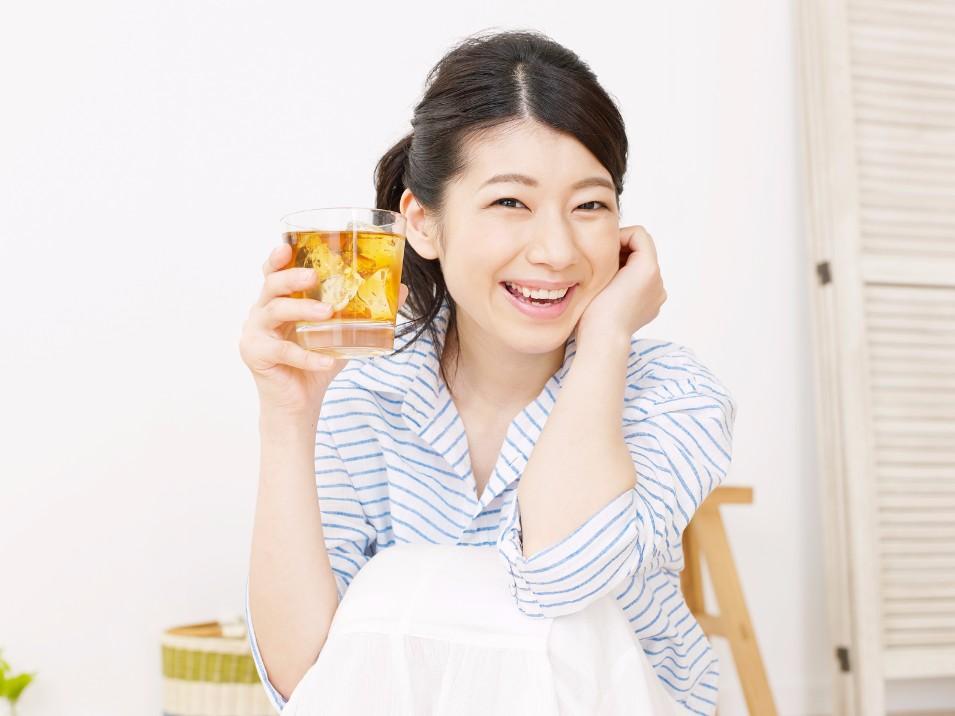 おいしく飲んで痩せられるからラクチン!「麦茶ダイエット」のやり方